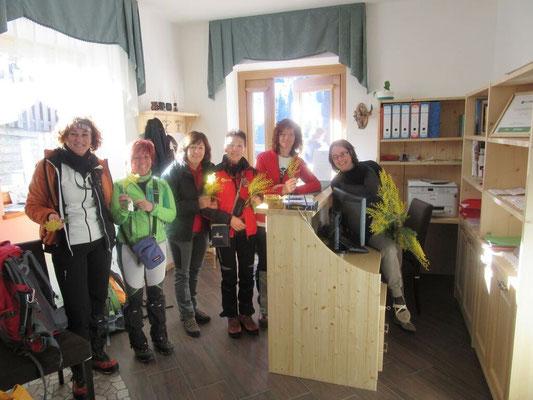 Alessandra con le nostre ospiti alla Festa della Donna