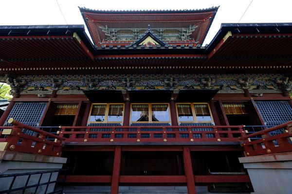 浅間(あさま)神社(左)と神部(かんべ)神社(右)の大拝殿。