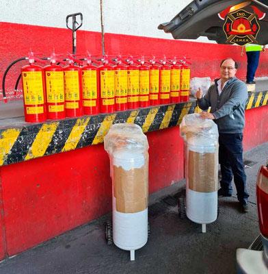 Extintores de polvo químico seco y unidades móvil de agua