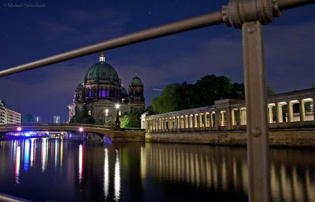 Friedrichsbrücke mit dahinter liegendem Dom