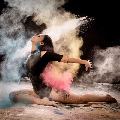 séance photo danse projection de farine au studio dans l'oise-03; séance photo farine ; séance photo femme; portrait oise ;  portrait picardie; séance photo à thème