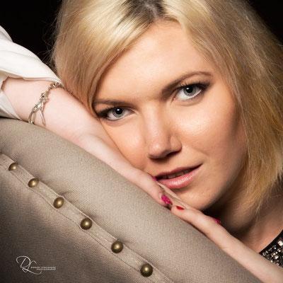 Portrait femme glamour au studio photo danimages dans l'oise-04 ; séance photo portrait studio ; portrait oise ;  portrait picardie