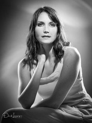 Portrait femme glamour au studio photo danimages dans l'oise-07 ; séance photo portrait studio ; portrait femme ; portrait noir et blancportrait oise ;  portrait picardie