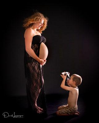 Shooting photo de grossesse originale dans l'oise aux portes du val d'oise, photo artistique maman enceinte avec un enfant