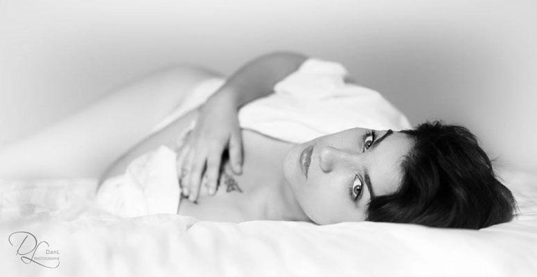 séance photo portrait studio ; portrait femme ; portrait noir et blanc; photo boudoir ; portrait oise ;  portrait picardie