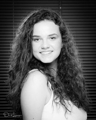 Portrait au studio photo danimages dans l'oise-01 ; séance photo portrait studio ; portrait femme ; portrait noir et blanc ;portrait oise, portrait picardie