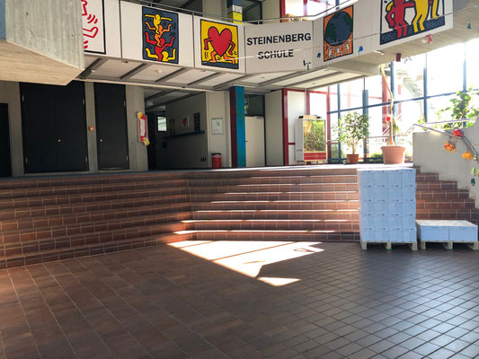 leeres Schulhaus: Im Schulhaus ist es gespenstisch ruhig