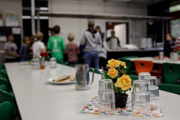 Das Essen in der Mensa der Steinenbergschule - 8