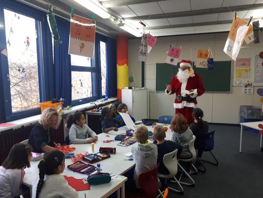 Der Nikolaus an der Steinenbergschule in Stuttgart-Hedelfingen