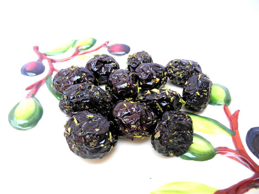 Getrocknete Amfissa Oliven mit Mittelmeer Kräutern