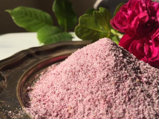 Rosenblüten und Zucker, eine Delikatesse