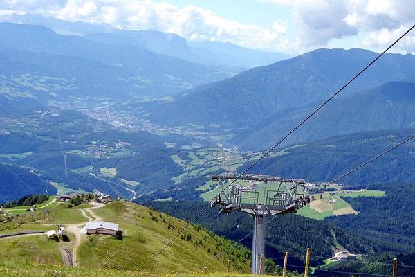 Ausblick vom Gitsch zur Gitsch-Hütte und Meransen