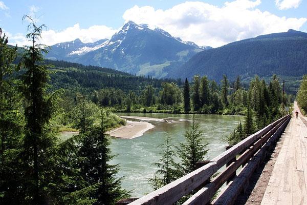 und an sehenswerten Flusslandschaften vorbei