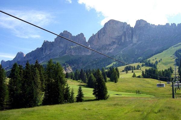 Mit der Sesselbahn dem Berg entgegen