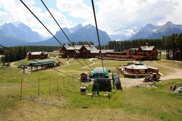 Mit der Sesselbahn fahren wir zur Talstation...