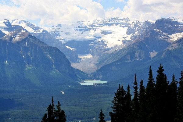 Von der Ski-Arena Blick gegen den Lake Louise...