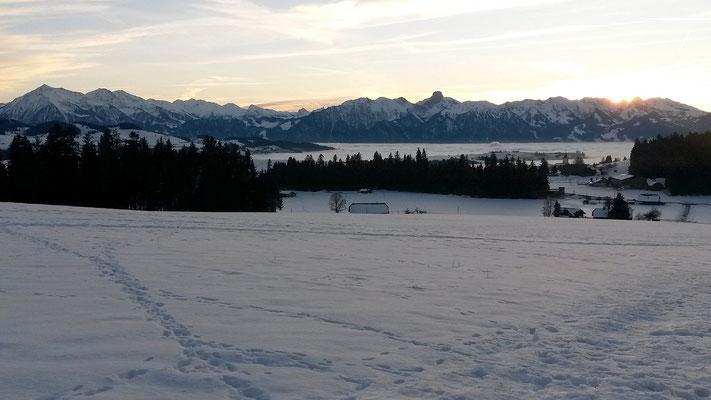 e schöne Wintertag geit z'Änd - Näbumeer über em Aaretal