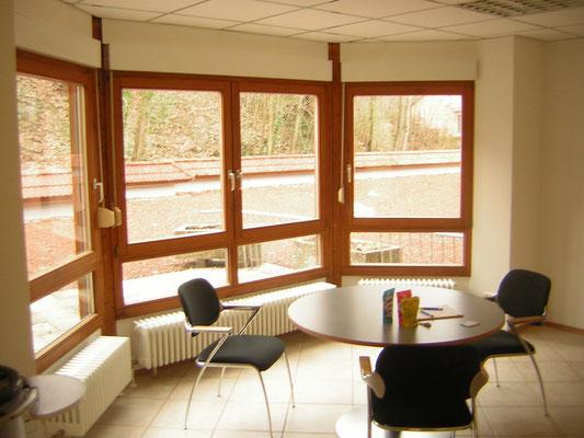 Arbeitsbereich mit Blick auf die Terrasse