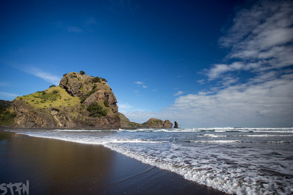 Piha Beach, Lions Rock