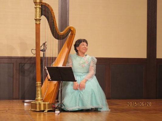 琵琶湖周航の歌を伴奏された。