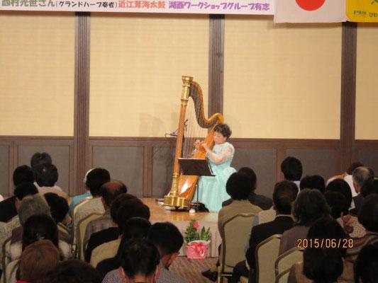 西村光世さんのハープ演奏が始まる