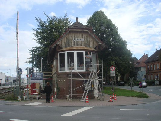 Die ersten Renovierungsarbeiten : Neue Fenster
