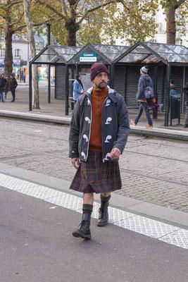 kilt sur mesure en mode urbain, associez votre kilt à vos tenues du quotidien.
