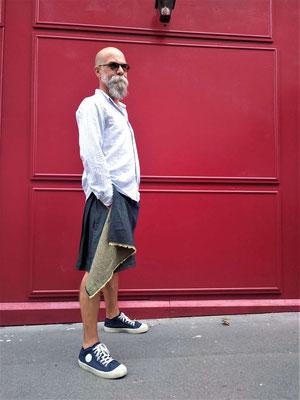 Kilt en jean asymétrique sur mesure pour notre mannequin officiel!