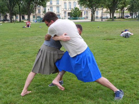 Le judo s'exécute bien en kimono, alors le kilt fera l'affaire!