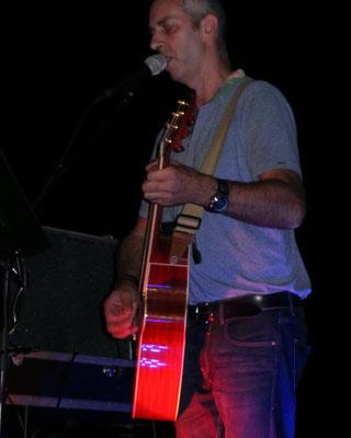 Mit meiner Akustischen Takamine Gitarre Austropop Lieder Singen