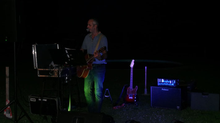 Freiluftbühne bei Nacht, Kurt singt Austropop