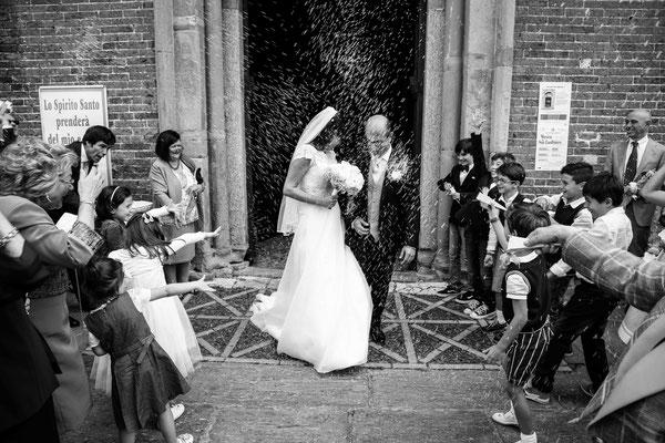 MCWED Foto e Video fotografo matrimonio Pavia: lancio del riso