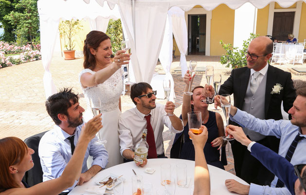 MCWED Foto e Video fotografo matrimonio Pavia: brindisi sposi