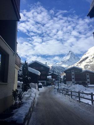 Blick aufs Matterhorn vom Haus und den Zimmern