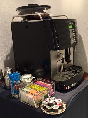 Kaffee und Teespezialitäten den ganzen Tag über.
