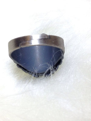 縁起の良い白蛇様の抜け殻が入っているリング