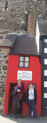 Participant Sheila Waldispühl (Outgoing 2017) and Projekt Manager Britta Biedermann in Conwy (Wales)