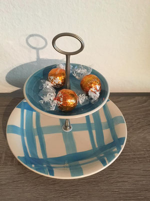 Nr. 323     sFr. 25.-     (Dessertteller u Untertasseteller) Höhe ca. 16cm    (M)