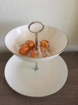 Nr. 136      sFr.  29.-   (Dessertteller und Müäslischale)  ca. 16cm   (M)