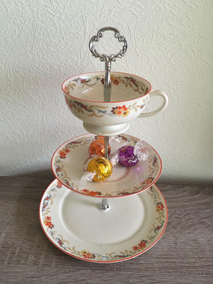 Nr. 433      sFr. 29.- (Dessertteller, Unterteller, Kaffeetasse)  Höhe ca. 25cm