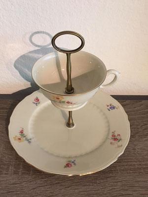 Nr. 313   sFr.  27.-    (Dessertteller und Kaffeetasse Höhe ca. 16cm   (*)