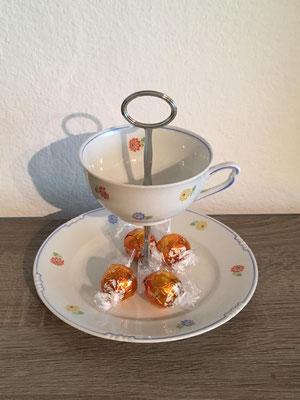 Nr. 243  Sfr. 25.-   (Dessertteller u. Kaffeetasse) Höhe ca. 16cm