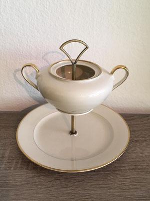 Nr. 302     sFr.   25.-   (Dessertteller und Zuckerdose) Höhe ca 20cm