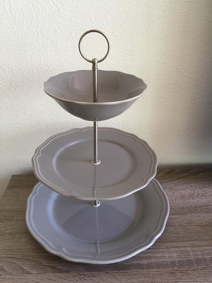 Nr. 427   sFr. 32.-      (Essteller, Dessertteller + Unterteller)  Höhe ca. 32cm