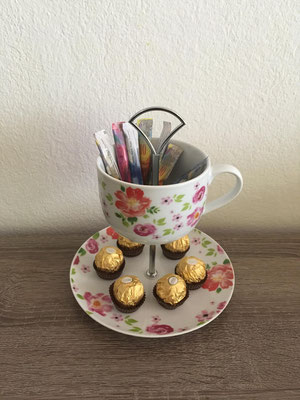 Nr. 167   sFr. 29.- (Dessertteller mitJumbo-Kaffeetasse)  Höhe ca. 20cm     (M)