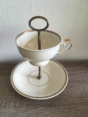 Nr. 473  sFr. 25.-   Kaffetasse mit Unterteller  Höhe ca 16cm.