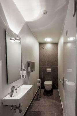 Neugestaltung der Toiletten nach kompletter Entkernung; Foto: Jan-Frederik Wäller