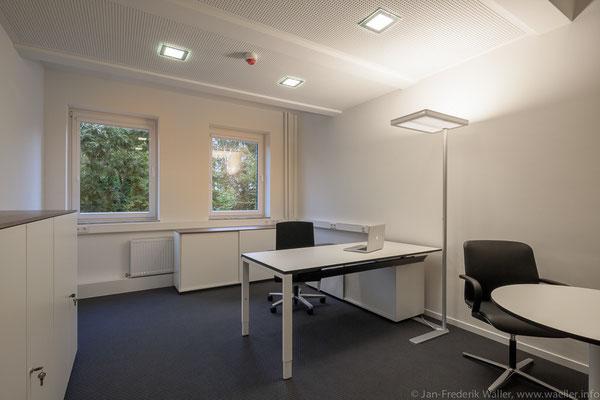 Neugestaltung der Einzelbüros nach kompletter Sanierung; Foto: Jan-Frederik Wäller