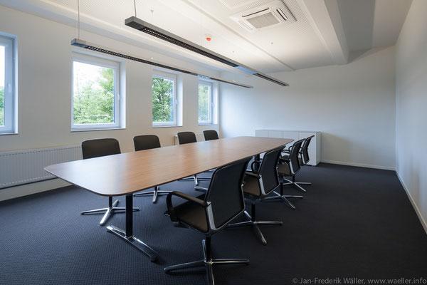 neuer Konferenzraum, komplette Sanierung im Bestand; Foto: Jan-Frederik Wäller