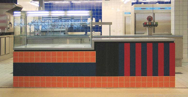 """Ausgabetheke gestaltet mit unterschiedlichen Materialien zum Thema """"American"""" mit Kühlvitrine; Foto: Jan-Frederik Wäller"""